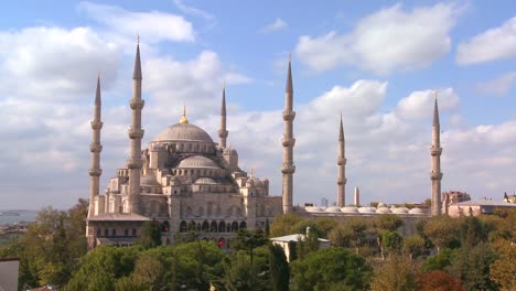 The-Blue-Mosque-in-Istanbul-Turkey-4