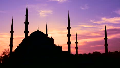 The-Blue-Mosque-in-Istanbul-Turkey-in-purple-unset-light