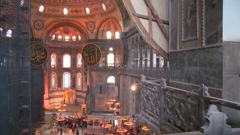 El-Espacioso-De-Los-Famosos-De-La-Mezquita-De-Santa-Sofía-En-Estambul-Turquía