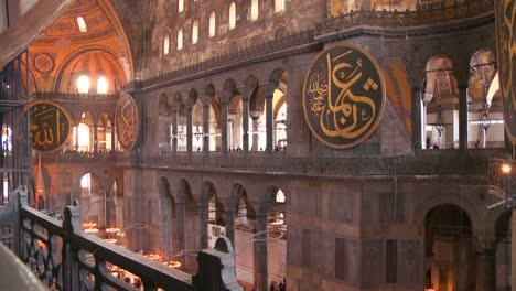 El-Espacioso-De-La-Famosa-Mezquita-De-Santa-Sofía-En-Estambul-Turquía-1