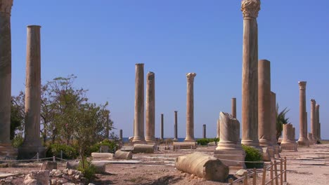 The-ancient-Phoenician-Roman-ruins-of-Tyre-in-Lebanon-1