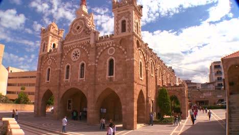 Las-Nubes-Se-Desplazan-Detrás-De-La-Iglesia-Católica-Maronita-Del-Líbano