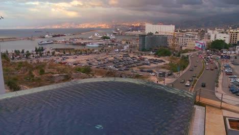 Die-Skyline-Von-Beirut-Libanon-Mit-Einem-Infinity-Pool-Im-Vordergrund