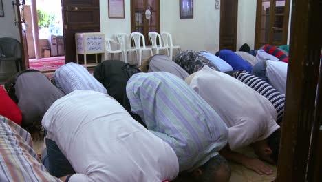 Muslims-pray-inside-a-mosque-in-Beirut-Lebanon-3