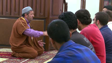 An-imam-teaches-students-in-a-madrassa-school-in-Beirut-Lebanon-3