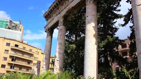 Flachwinkelansicht-Des-Zerstörten-Holiday-Inn-In-Beirut-Libanon-Ein-Denkmal-Für-Den-Bürgerkrieg-1