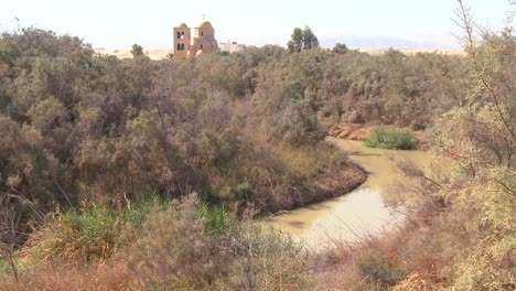 The-Jordan-River-winds-through-the-countryside-between-Jordan-and-Israel