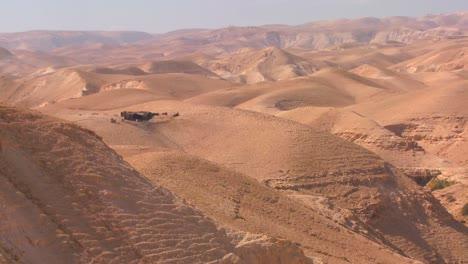 Paisajes-áridos-Bordean-El-Mar-Muerto-En-Israel-O-Jordania-1