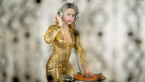 Golden-Woman-Dancing-117