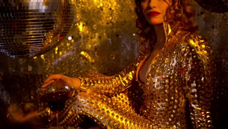 Woman-Gold-Dancing-94