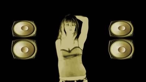 Mujer-bailando-solo-69