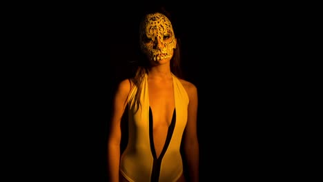 Woman-Dancing-with-Skull-01