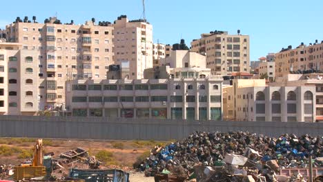 Palestinian-buildings-stand-behind-the-new-West-Bank-Barrier-between-Israel-and-the-Palestinian-territories
