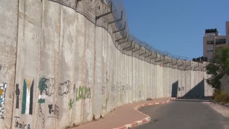 Graffiti-is-drawn-on-the-new-West-Bank-Barrier-between-Israel-and-the-Palestinian-territories