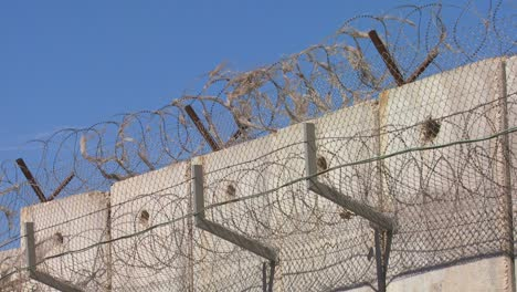 Barbed-wire-adorns-the-top-of-the-new-West-Bank-Barrier-between-Israel-and-the-Palestinian-territories-1
