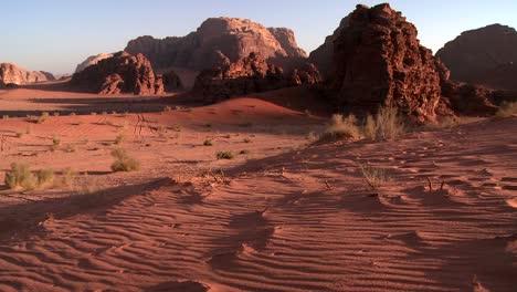Die-Wunderschönen-Wüstenlandschaften-Von-Wadi-Rum-Jordan-Im-Dämmerungslicht