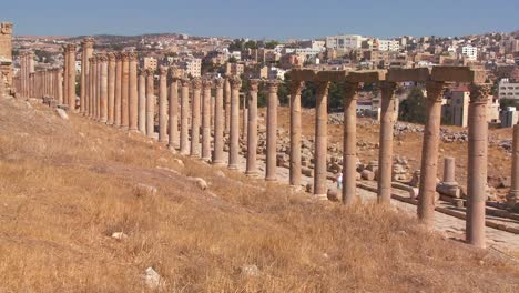 The-Roman-pillars-of-Jerash-with-the-modern-city-background-1