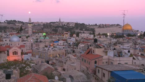 Dusk-over-the-old-city-of-Jerusalem-with-the-moon-rising