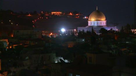 La-Cúpula-De-La-Roca-Se-Eleva-Sobre-La-Ciudad-Vieja-De-Jerusalén-Por-La-Noche