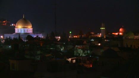 La-Cúpula-De-La-Roca-Se-Eleva-Sobre-La-Ciudad-Vieja-De-Jerusalén-En-La-Noche-2