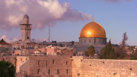 The-Dome-of-the-Rock-towers-over-the-Old-City-of-Jerusalem-and-the-Wailing-Wall-1