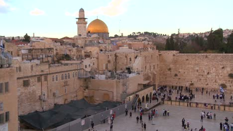 The-Dome-of-the-Rock-towers-over-the-Old-City-of-Jerusalem-and-the-Wailing-Wall-2