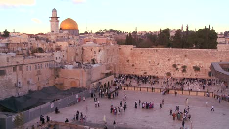Fast-motion-of-people-beneath-The-Dome-of-the-Rock-as-it-towers-over-the-Old-City-of-Jerusalem-and-the-Wailing-Wall
