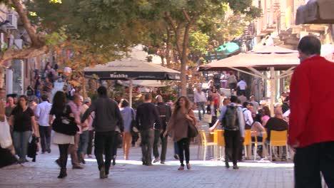 Los-Peatones-Abarrotan-Los-Cafés-Y-Las-Calles-Modernas-De-La-Ciudad-Nueva-De-Jerusalén-ISRAEL
