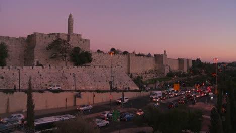 Die-Alten-Stadtmauern-Von-Jerusalem-Israel-Leuchten-Im-Abendlicht