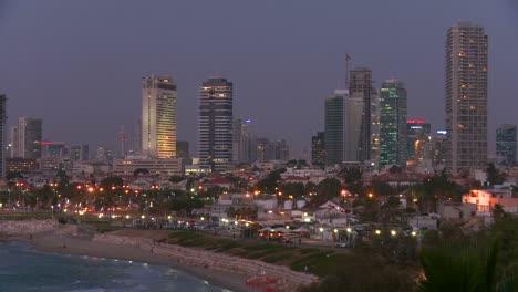 Edificios-Modernos-De-Tel-Aviv-Israel-De-Noche-Con-Playa-Y-Mar-Cerca-1