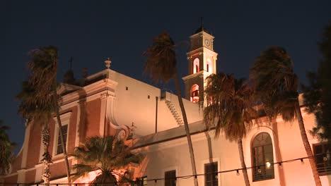 La-Mezquita-De-Jaffa-Cerca-De-Tel-Aviv-Israel-En-La-Noche-Con-Palmeras-Soplando