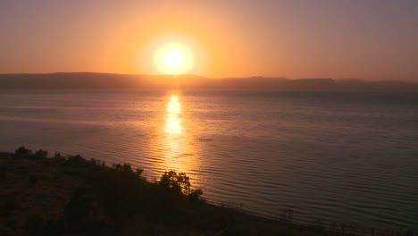 Ein-Wunderschöner-Sonnenuntergang-über-Dem-See-Genezareth-In-Israel
