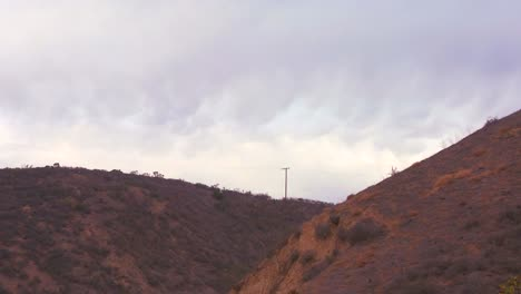 Time-lapse-of-scalloped-clouds-sailing-above-a-hillside-in-California