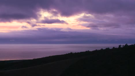 Time-lapse-shot-of-clouds-moving-over-the-ocean-at-sunset