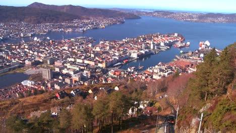 Plano-De-Establecimiento-De-Alto-ángulo-De-Los-Fiordos-De-Bergen-Noruega-1