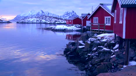 A-beautiful-snowy-fishing-village-in-the-Arctic-Lofoten-Islands-Norway