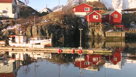 Beautiful-reflections-in-the-water-in-a-village-in-the-Arctic-Lofoten-Islands-Norway