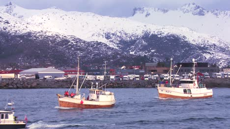 A-large-fleet-of-traditional-commercial-fishing-boats-sails-out-to-sea-of-Norway-in-the-Lofoten-Islands-2