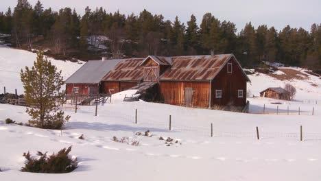 Una-Vieja-Casa-De-Madera-En-La-Nieve