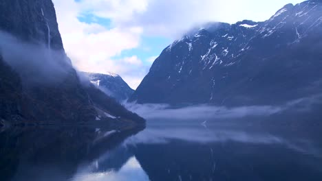 Clouds-and-fog-hang-over-a-fjord-in-Norway-in-timelapse-2
