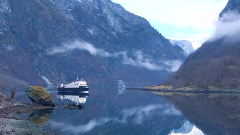 A-ferry-boat-crosses-the-fjords-of-Norway-2
