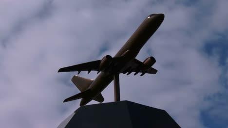 Disparo-De-Lapso-De-Tiempo-De-Nubes-Moviéndose-Detrás-De-Un-Avión-En-El-Monumento-United-93-En-Shanksville-PA