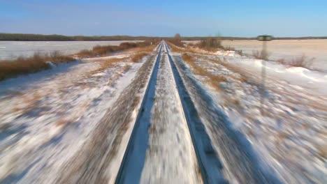 Time-Lapse-Pov-Desde-La-Parte-Delantera-De-Un-Tren-Que-Pasa-Por-Un-Paisaje-Nevado-2