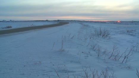 Eine-Zugefrorene-Autobahn-Durch-Die-Tundra