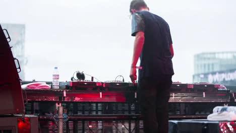 DJ-Back-01