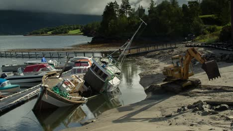 Fallen-Boat-00