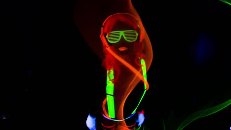 UV-Glowing-Woman-17