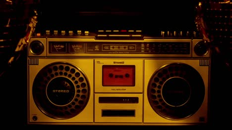 Gold-Stereo-00-01