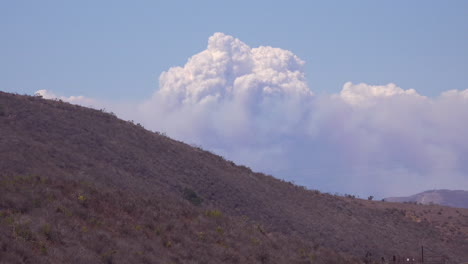 Time-lapse-of-a-huge-smoke-plume-from-wildfires-in-the-Santa-Ynez-Mountains-California