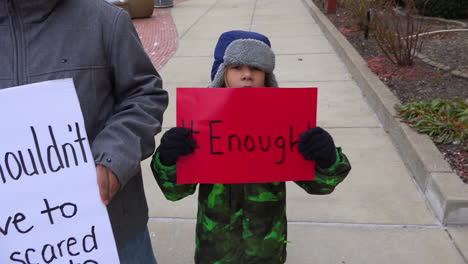 Los-Niños-Protestan-Por-La-Violencia-Con-Armas-De-Fuego-En-Las-Escuelas-En-Las-Calles-De-Battle-Creek-Michigan-Durante-La-Marcha-Por-Nuestras-Protestas-De-Vidas